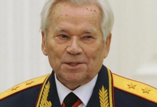 Ο άνθρωπος πίσω από το πιο διάσημο όπλο - σύμβολο: Αυτή είναι η ιστορία του ΚΑΛΑΣΝΙΚΟΦ - Του ανθρώπου και του όπλου - ΒΙΝΤΕΟ Kalasnikof1_521_355