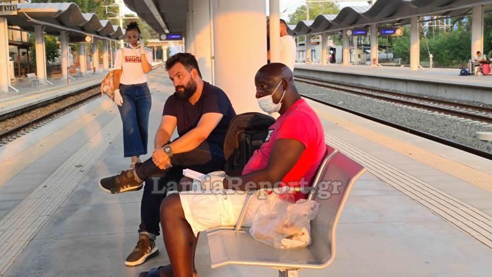 Ο ρατσισμός στο μεγαλείο του! Πέταξαν μετανάστη έξω από το τρένο γιατί νόμιζαν ότι είχε κορωνοϊό