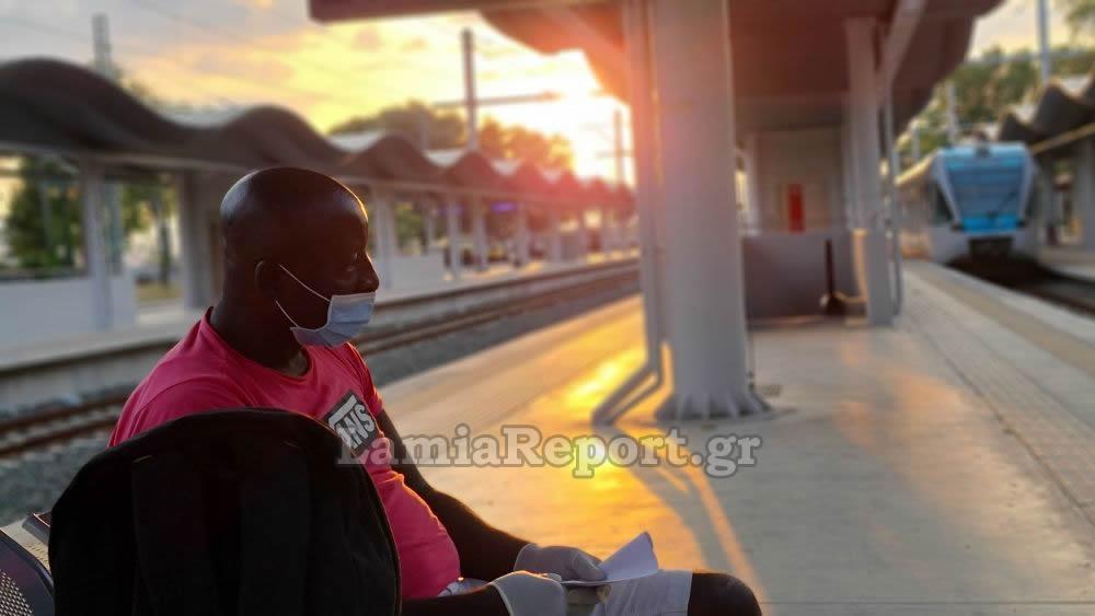 Τον πέταξαν έξω από το τραίνο γιατί νόμιζαν ότι είχε κορωνοϊό - Είχε νοσηλευτεί στο Πανεπιστημιακό Νοσοκομείο Λάρισας (φωτο - βίντεο)