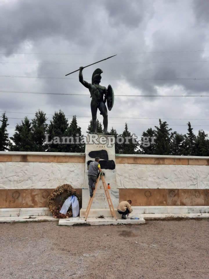 Ντροπή! Αμαύρωσαν το μνημείο του Λεωνίδα στις Θερμοπύλες (pics)