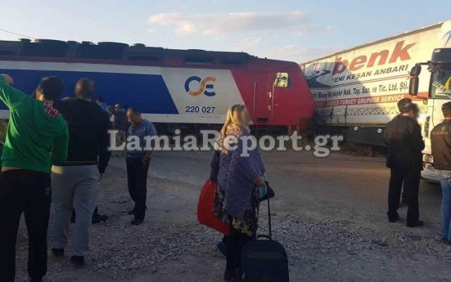 Φθιώτιδα: Τρένο συγκρούστηκε με νταλίκα - ΦΩΤΟ