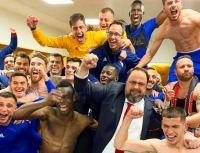 """Ολυμπιακός: """"Χαμός"""" και στα αποδυτήρια! """"Γλέντι"""" παικτών και Μαρινάκη (video)"""