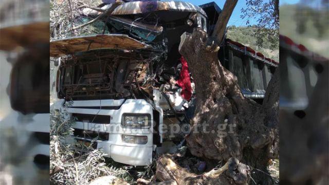 Σκοτώθηκε 31χρονος σε τροχαίο - Το φορτηγό του «καρφώθηκε» σε ελιά
