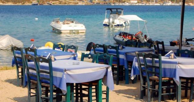 """Φθιώτιδα: Στον """"άερα"""" οι επαγγελματίες που βγάζουν τραπεζάκια στην παραλία"""