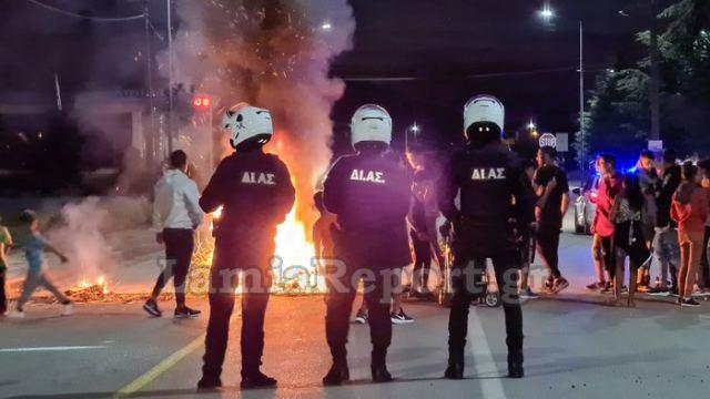Λαμία: Ρομά καίνε λάστιχα στους δρόμους (ΒΙΝΤΕΟ-ΦΩΤΟ)