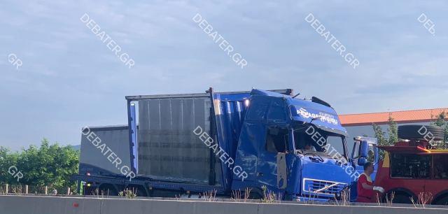 Κλειστή η εθνική στο ύψος Σχηματαρίου λόγω εκτροπής φορτηγού