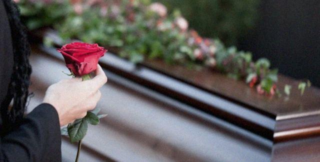 Φθιώτιδα: Χαμός σε κηδεία - Τον έθαψαν και τον ξέθαψαν