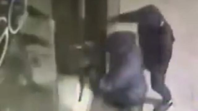Λαμία: Φόρτωσαν τον ψυγειοκαταψύκτη του περιπτέρου για το σπίτι τους