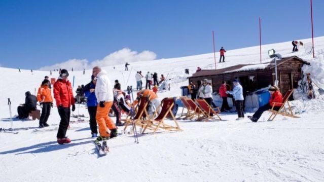 Την Κυριακή το Χιονοδρομικό Κέντρο Παρνασσού γιορτάζει και σας προσκαλεί...