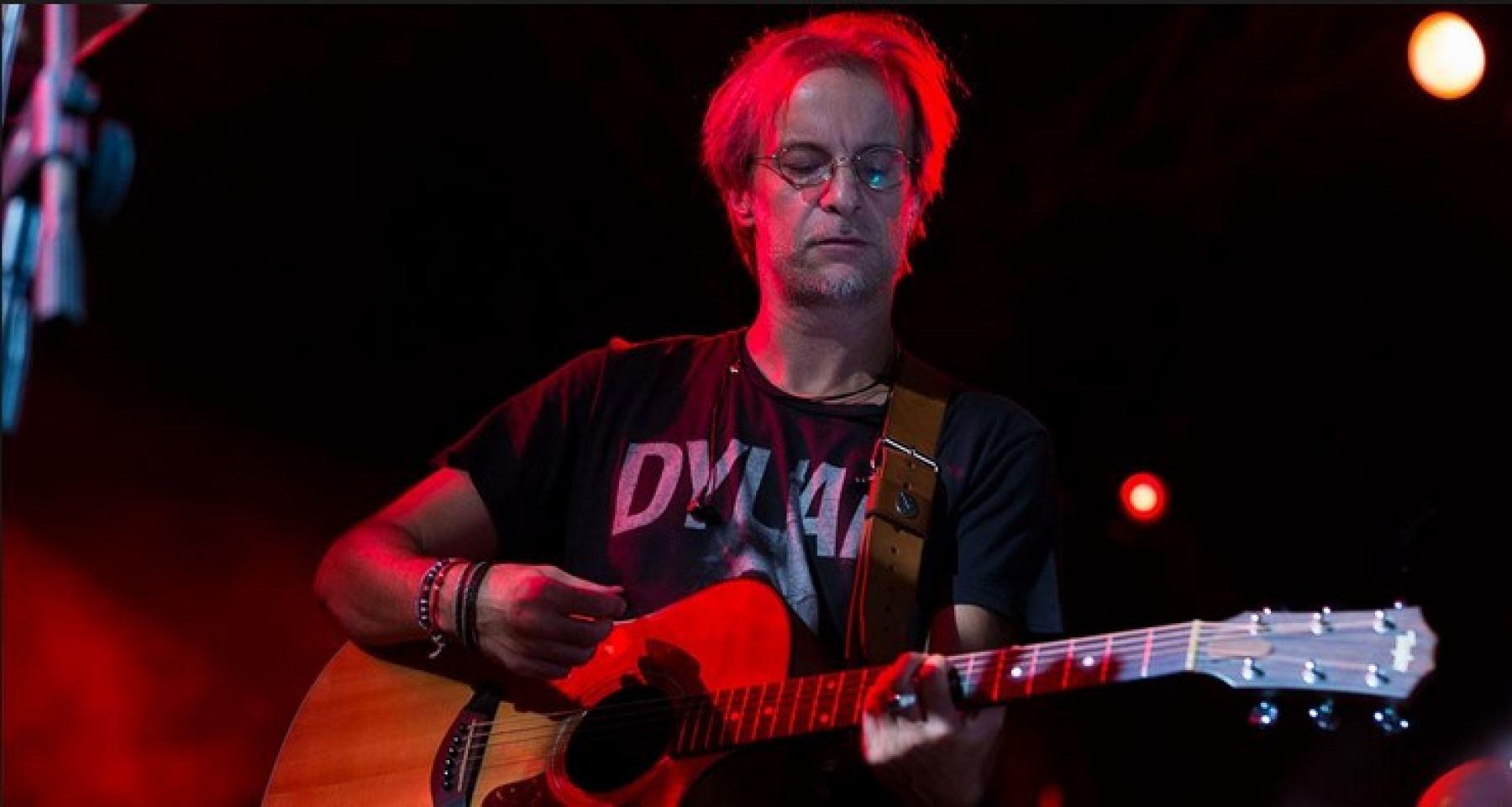 Παρασκευή: O Μίλτος Πασχαλίδης Live στα Καστέλλια