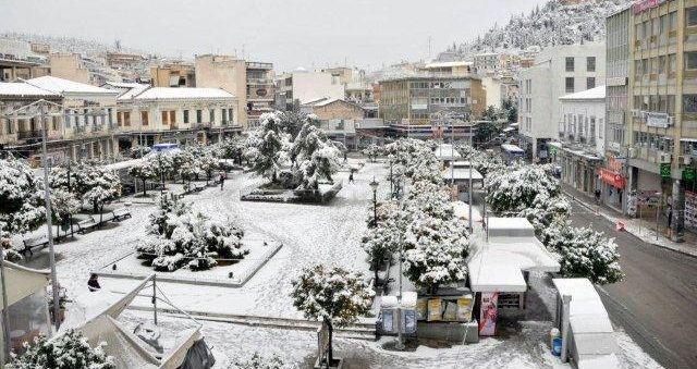 Χιόνια στη Λαμία και τη Φθιώτιδα από τα μεσάνυχτα - Ισχυρός παγετός έως την Τετάρτη!