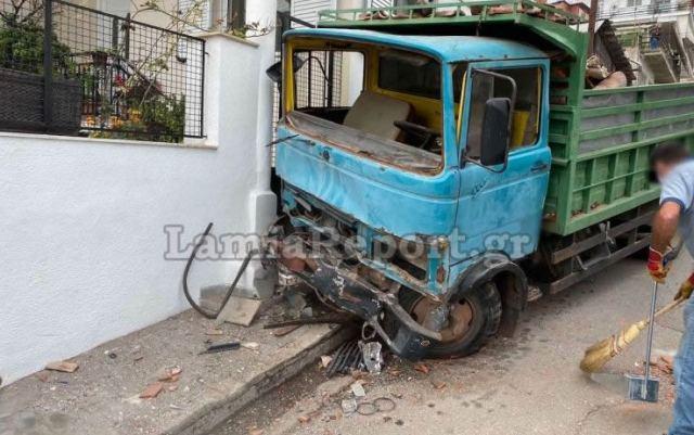 Στυλίδα: Τροχαίο με δύο φορτηγά - Δείτε εικόνες