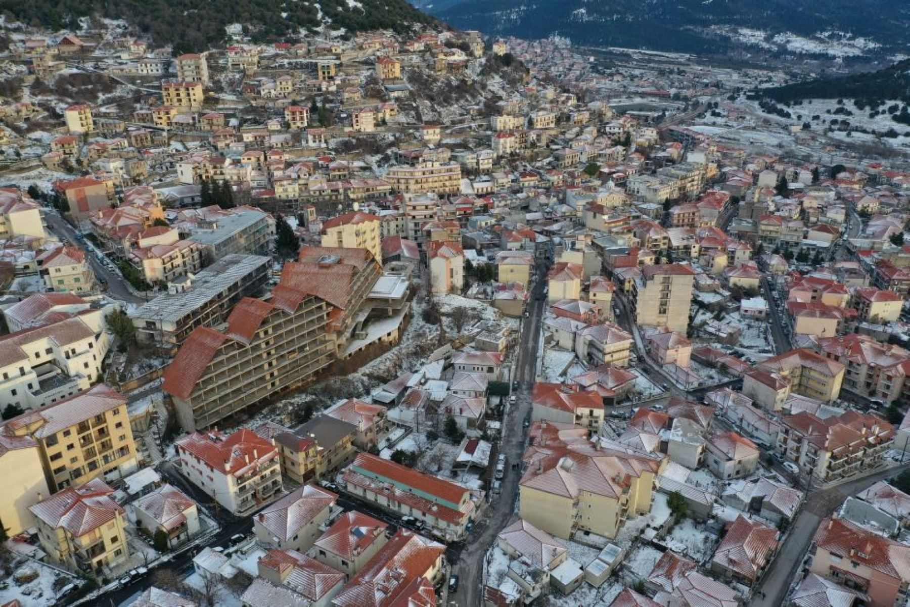 Καρπενήσι: Η πόλη που ανάβουν τζάκια τον Αύγουστο UP'ο ψηλά - ΒΙΝΤΕΟ