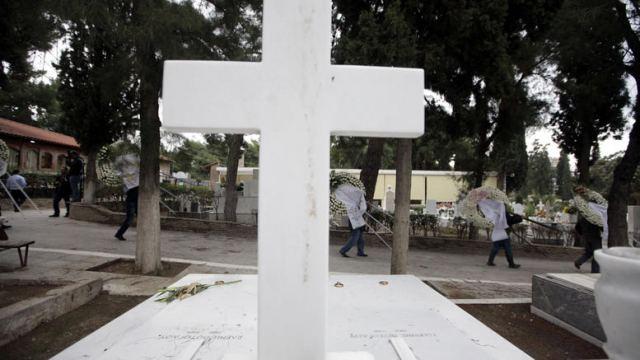 Σοκ: 23χρονος αυτοκτόνησε πάνω στον τάφο του παππού του