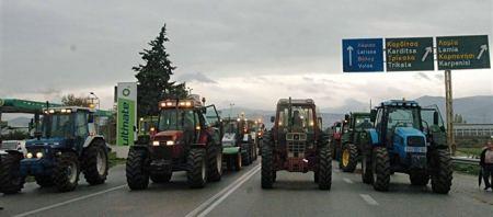 Ζεσταίνουν τις μηχανές οι αγρότες
