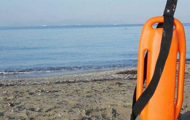 Αποτέλεσμα εικόνας για Σωτήρια επέμβαση ναυαγοσώστη σε ηλικιωμένο
