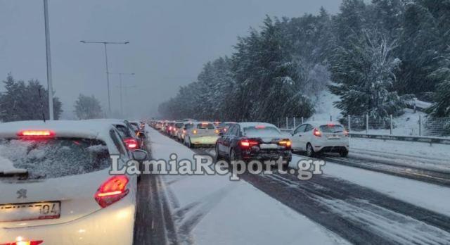 Έκλεισε η εθνική οδός Αθηνών - Λαμίας λόγω χιονιά