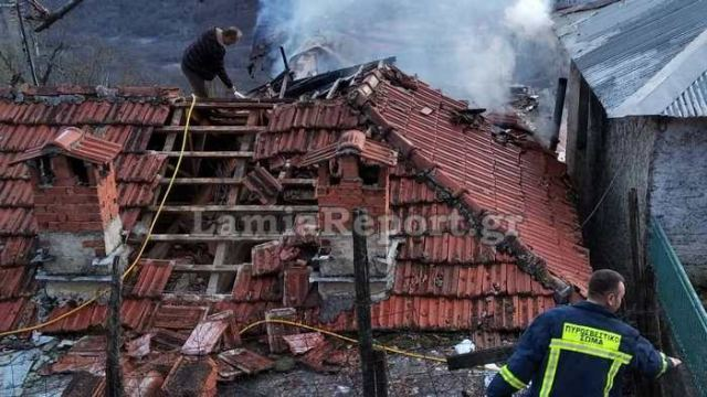 Κάηκαν δυο σπίτια στη Βράχα Ευρυτανίας (ΦΩΤΟ)