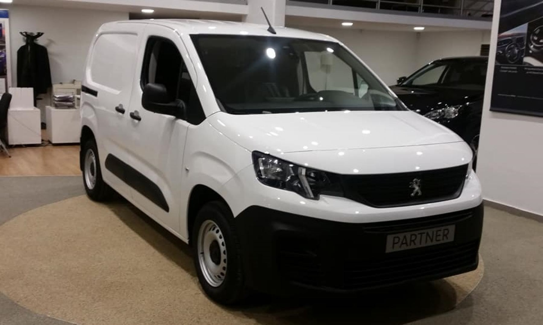 Peugeot Partner: To International Van Of The Year 2019 ήρθε στην Λαμία!