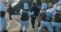 Κοροναϊός: Οι ειδικές δυνάμεις της Κίνας πιάνουν με απόχη ασθενή [Βίντεο]