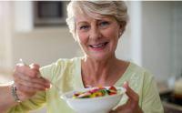 Τι να τρώμε λιγότερο για να ζήσουμε 30% περισσότερο χωρίς ασθένειες
