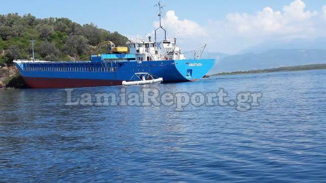 Το πλοίο «καρφώθηκε» στο νησάκι - Απίστευτες εικόνες από τα Λιχαδονήσια