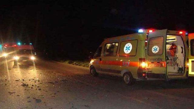 Σφοδρή πλαγιομετωπική σύγκρουση με τρεις τραυματίες στα Ψαχνά