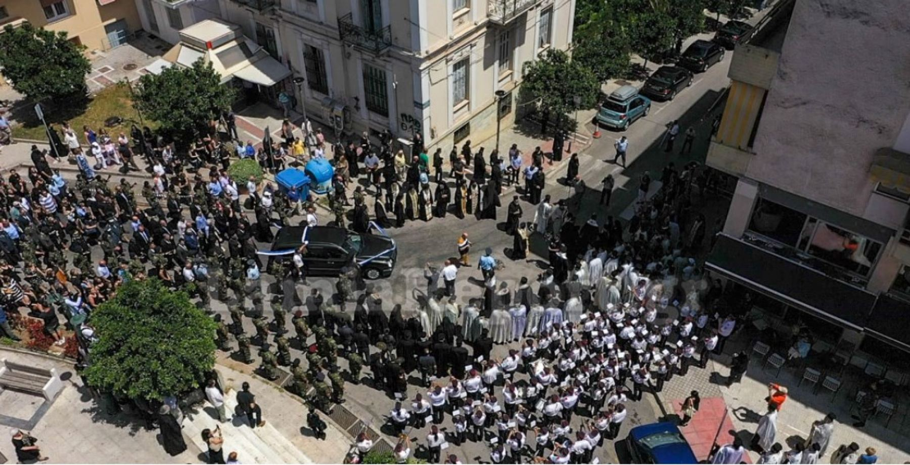 Λαμία: Δείτε από ψηλά την πομπή της κηδείας του Μητροπολίτη Φθιώτιδας