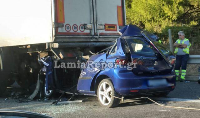 Αυτοκίνητο «καρφώθηκε» σε νταλίκα - Νεκρός ο 42χρονος οδηγός
