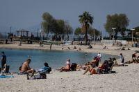 Θάλασσα, άμμος, ξαπλώστρες επί κορωνοϊού: Πως θα βγούμε χωρίς κίνδυνο στην παραλία