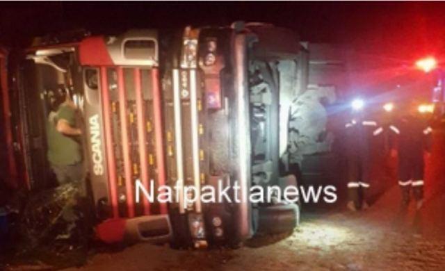 Φωκίδα: Κυκλοφοριακό χάος από εκτροπή νταλίκας – Στο νοσοκομείο ο τραυματισμένος οδηγός της
